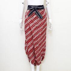 celana ubet cocok buat acara formal maupun informal . ALLSIZE Detail ukuran  Lingk. pinggang up to 130  panjang 95  285 rb product details: pita pinggang kain lurik . Serious order: WA :085643288400 Line: @vwz8296z BBM: 5e5f4e3a Batik under 100 rb : @kemejahembatik . . #batik #batikcap #batikunik #kualbatik #jogerbatik #celanabatik #hembatik #kainbatik #jumputan #jumputanhandamde #garutan #garutanmurah #seragambatik #kulotbatik #dressbatik #batiksolo #batikjogja #batikpekalongan #stelanbatik… Batik Fashion, Graduation, Weddings, Instagram Posts, Pants, Dresses, Trouser Pants, Vestidos, Tie Dye Fashion