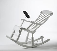 IROCK ROCKING CHAIR CHARGES APPLE DEVICES