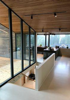 Enebolig med spilehimling - Skaara Arkitekter AS Modern Architecture, Architects, Living Rooms, House Ideas, Furniture, Home Decor, Modern, Homemade Home Decor, Lounges