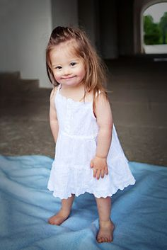 Jolina - little Girl with Down Syndrome and a great future. Model und Augenöffner. Besucht ihren Blog und staunt