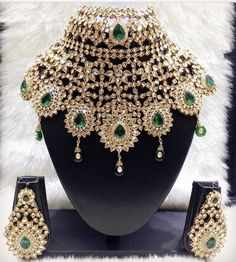 Indian bridal jewelry gold make up 44 ideas Bridal Jewelry Sets, Bridal Sets, Bridal Jewellery, Jewellery Shops, Jewellery Designs, Handmade Jewellery, Jewellery Box, Necklace Designs, Jewelry Stores