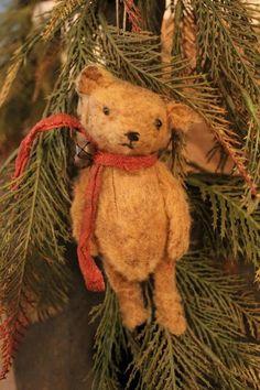 Christmas Teddy Bear, Primitive Christmas, Country Christmas, Vintage Christmas, Old Teddy Bears, Vintage Teddy Bears, Tiny Teddies, Love Bear, Bear Doll