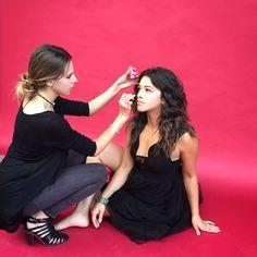 Behind the scenes shot of our @papermagazine shoot with the gorgeous #GinaRodriguez @hereisgina natural curls by @paulnortonhair #carissaferrerimakeup ♥️ #bts #makeup #makeupartist @beautyblender @traceymattinglyllc #dreamjob #love #janethevirgin