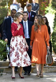 Queen Mathilde and Queen Rania - Humanitarian Visit Queen - 17 Denmark Fashion, Queen Rania, Royal Fashion, Style Fashion, Celebs, Celebrities, Feminine, Classy, Royal Style