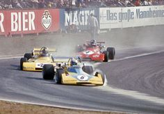 Surtees-F2 1972 Mike Hailwood  followed by Wilson Fittipaldi,  Ronnie Peterson