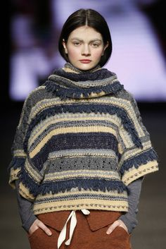 """Photo from album """"подиум"""" on Yandex. Knitwear Fashion, Crochet Fashion, Crochet Woman, Crochet Lace, Knitting Designs, Knitting Patterns, Pull Grosse Maille, Big Knits, Winter Sweaters"""