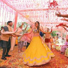 WeddingsOnly is India's best wedding planning company. You can plan your wedding digitally for free. Get a professional on-gound wedding planner for Wedding Trends, Wedding Styles, Wedding Photos, Wedding Ideas, Wedding Decor, Wedding Prep, Best Wedding Planner, Wedding Planners, Bridal Mehndi Dresses