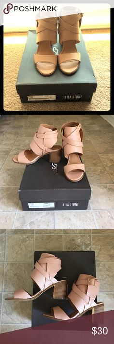 🔥SALE🔥Shoedazzle Very cute block heeled shoes. Nude color. Only worn once for a few hours. In need of more showing off 😊. Leila stone Shoes Ankle Boots & Booties