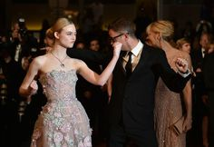 """Elle Fanning Photos - Danish director Nicolas Winding Refn (C) poses with his wife Liv Corfixen (R) and US actress Elle Fanning as they arrive on May 20, 2016 for the screening of the film """"The Neon Demon"""" at the 69th Cannes Film Festival in Cannes, southern France.  / AFP / ALBERTO PIZZOLI - 'The Neon Demon'- Red Carpet Arrivals - The 69th Annual Cannes Film Festival"""