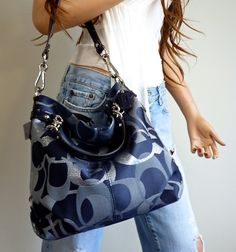 Coach DK Navy Blue Denim Brooke Silver Signature Medium Hobo Bag Purse This would be great to add to my collection! Coach Handbags, Purses And Handbags, Louis Vuitton Handbags, Gucci Handbags, Fashion Handbags, Fashion Bags, Runway Fashion, Fashion Trends, Coach Bags Outlet