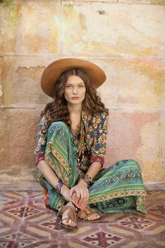 """Labeled """"Hippie Style ❤ ☮~ღ~*~*✿⊱"""" Well, only if hippies are models with makeup and professionally styled hair. But LOVE the color and patterns. Hippie Chic, Hippie Look, Boho Chic, Hippie Style, Hippie Elegante, Look Boho, Hippie Bohemian, Gypsy Style, Bohemian Style"""