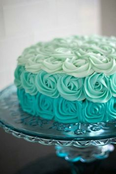 Ombre turquoise cake... you just gotta love this !