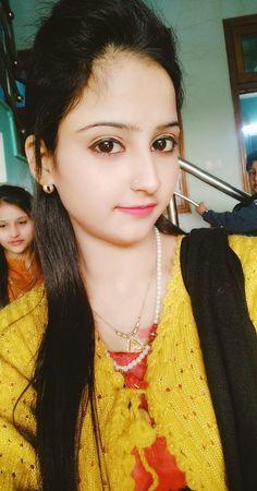Beautiful Girl Photo, Beautiful Models, Cute Girl Poses, Cute Girls, Indian Girls Images, Handsome Actors, Indian Beauty Saree, India Beauty, Girl Model