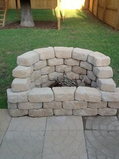 DIY Backyard Firepit - could make it in the corner?