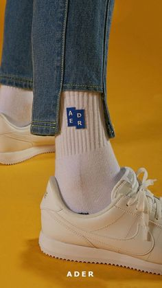 Fun shot with shoes and socks Fashion Details, Fashion Design, Fashion Trends, Sup Girl, Looks Style, My Style, Look At My, Denim Fashion, Womens Fashion