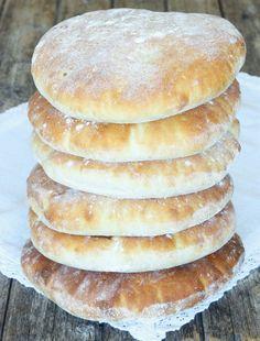 Underbart goda tekakor som är stora, fluffiga och supergoda! Raw Food Recipes, Bread Recipes, Baking Recipes, Algerian Recipes, No Bake Treats, Bread Baking, Bakery, Food And Drink, Yummy Food
