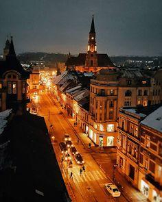 Cele mai frumoase poze din Cluj, postate săptămâna trecută pe Instagram | Evenimente din Cluj-Napoca G Photos, Romania, Paris Skyline, Lights, Mai, City, Winter, Places, Instagram Posts