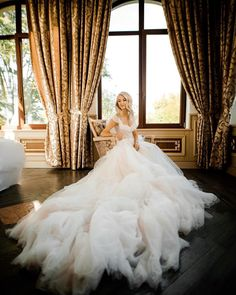 Rich Lifestyle, Luxury Lifestyle, Mermaid Wedding, One Shoulder Wedding Dress, Wedding Dresses, Artist, Instagram, Fashion, Bride Dresses