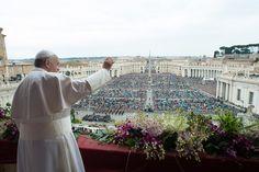 Papa Francisco celebra missa de Páscoa no Vaticano (Foto: L'Osservatore Romano/AP) - http://epoca.globo.com/tempo/filtro/fotos/2015/04/fotos-do-dia-5-de-abril-de-2015.html