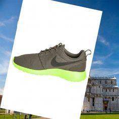 big sale 273b8 cf54f originale Scarpe per uomo Nike Roshe Run Basso grigio neon verde a Sale  Italia