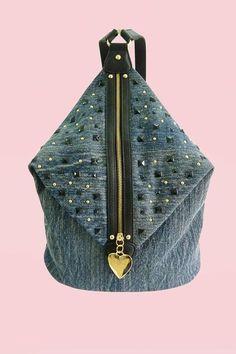 стильный рюкзачок можно сшить по принципу bucket tote и вставить молнию...