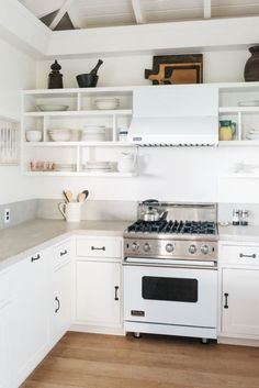 Steal This Look: A Modern, All-White Kitchen in Maui