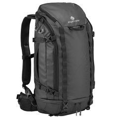 Eagle Creek - Systems Go Duffel Pack 35l En väska eller ryggsäck? Valet är helt enkelt ditt, för väskan är båda delar. Lätt och vattenavstötande, med två stora fack kan denna väska bäras som en frontmatad reseryggsäck. Formatet på väskan är anpassat efter Eagle Creeks Pack-It Half Cubes, så att du verkligen kan maxa utrymmet och hålla grejerna under ordentlig koll. Väskan ryms också inom måtten för kabinväskor på de flesta flygbolag. 1195 kr.