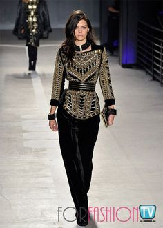 Kendall Jenner conceals little in see-through cut-out top at Balmain X H&M; Ny Fashion, Fashion Show, Fashion Outfits, Fashion Tips, Cut Out Top, Celebrity Hairstyles, Kendall Jenner, Balmain, Product Launch