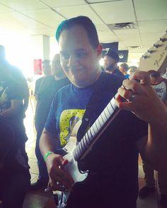 #rockband Curándose en el bajo @ultranimator en #nerdvanahype  @nerdvanapr @alejocreative #gamers #youtubepr