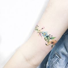 Floral bracelet forearm tat mini tattoos, small tattoos, new tattoos, body Wrist Band Tattoo, Wrist Bracelet Tattoo, Flower Wrist Tattoos, Tattoo Floral, Flower Bracelet, Vintage Floral Tattoos, Mini Tattoos, Body Art Tattoos, Small Tattoos