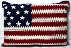 American Flag Pillow: Free Crochet Pattern-I'm also thinking, with some modifying, wouldn't this be a superdeeduper baby blanket? *Use star pattern for big flag throw? Holiday Crochet, Crochet Home, Love Crochet, Learn To Crochet, Crochet Crafts, Crochet Projects, Knit Crochet, Vintage Crochet, Easy Crochet