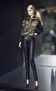 Bomber jackets are sewn with high quality materials, using removable and open metal zippers. Two pockets and two layers. leather pants Fit for fashion royalty , nuface , fr2 , fr1 , poppy parker , barbie doll , barbie silkstone doll , fashion doll 12 same size another size please contact