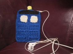 I always thought crochet sleeves for phones, iPods, etc. where kinda silly and then I saw this!