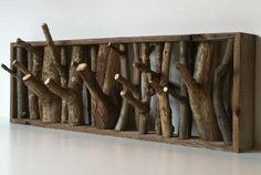 まるで壁の中から森が飛び出してきたかのような感覚に陥る、ナチュラル系のコート掛け「wolf den coat racks」。木肌...