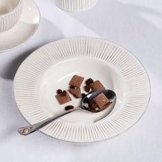 Hlboký tanier Simple Cottage Ecru 24cm     #keramika#tanier#jedalen#kuchyna#cosyandtrendy#ranajky Shabby, Panna Cotta, Elegant, Super, Plates, Simple, Tableware, Ethnic Recipes, Cosy