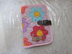 お薬手帳ケース通帳ケース、母子手帳ケース、ブックカバー、手帳ケースなどマルチにお使い頂けるケースです閉じた状態サイズ B6サイズ 横14cm×縦20.5cm  素材 yuwa・…