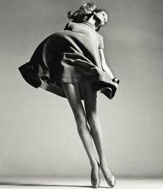 Richard Avedon, pra mim, tem poderes curativos. Sempre fico feliz vendo Veruschka levantar vôo. Suaaaave, Essas pernas, o vestidinho Bill Blass...*_*
