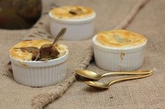 Steak & Guinness Pie - Make delicious beef recipes easy, for any occasion Steak And Guinness Pie, Cheddar Cheese, Beef Recipes, Carrots, Stuffed Mushrooms, Easy Meals, Pudding, Desserts, Cheddar
