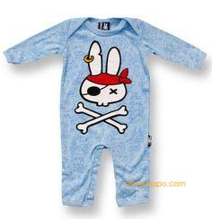 """Pijama modelo """"Pirate Bunny"""" para bebe de la marca Six Bunnies (KK 312). 100% de algodón de manga larga. Pijama blanco con estampado en parte delantera y trasera."""