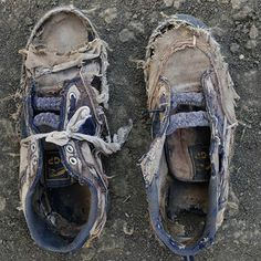 Shannon Jenson photographed the remains of Sudanese refugees' worn and tattered shoes in The Long Walk. Walk a mile in another more unfortunate mans shoes, literally. Ankle Sneakers, Slip On Sneakers, Boat Shoes, Men's Shoes, Shoes Style, Homeless People, Homeless Man, Refugee Crisis, We Are The World