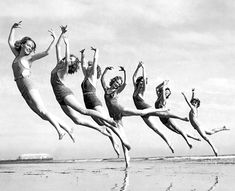 Lillian Newman dancers at Long Beach, California, March 16, 1934 - Photo: Underwood Archives/Getty