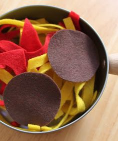 Easy Felt Food for Kids - spaghetti and meatballs- play kitchen
