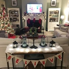 Are you looking for pictures for farmhouse christmas decor? Browse around this website for very best farmhouse christmas decor pictures. This specific farmhouse christmas decor ideas seems to be totally terrific. Merry Little Christmas, Cozy Christmas, All Things Christmas, Christmas Holidays, Christmas Fireplace, Farmhouse Christmas Decor, Country Christmas, Christmas Tree Decorating Tips, Home Decoracion