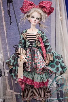 Val Zeitler BJD with pink bow at Dollism Plus USA 2014