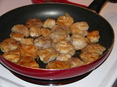 Newfoundland cod tongues-I have had these and it just reminds me why I love Newfoundland so much. Newfoundland Recipes, Newfoundland Canada, Newfoundland And Labrador, Burger Mania, Atlantic Canada, Fish And Seafood, Cod, Great Recipes, Good Food
