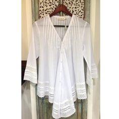 Las blusas blancas nos aportan elegancia  #GriseldaTovar #Moda #Mujeres #ClothingVintage