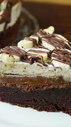 Can't seem to finish your banana split before it melts? Why not try a decadent banana split cake instead? Can't seem to finish your banana split before it melts? Why not try a decadent banana split cake instead? Sweet Recipes, Cake Recipes, Dessert Recipes, Banana Split Cake Recipe, New Cake, Food Cakes, Cream Cake, Chocolate Cake, Chocolate Drip