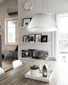 Friday! Barna har venner på besøk og de har planlagt pizza og filmkveld, ønsker dere alle en strålende fin helg ✨ #immyandindi#whiteinterior#mynordicroom#interior12follow#waspsliving#interiortoinspire#inredningsdesign#boligliv_dk#interior123#interiors#interieur#koti#lovehomeinterior#myinterior#modernhome#interior_design#interiorforyou#nordichome#whitehomes#whiteinterior#vakrehjemoginterior#boligdrøm#mithjem#interiorstyling#skandinaviskehjem 🌱