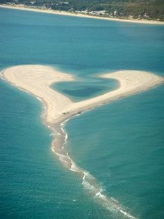 Love heart shaped beach of sand? Heart In Nature, Heart Art, Ocean Heart, Beautiful Places, Beautiful Pictures, Beautiful Words, I Love Heart, Belle Photo, Amazing Nature