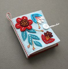 needle pin book, beautiful!  From mmmcrafts etsy